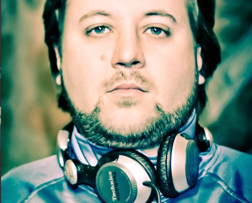 DJ Vinícius Dora